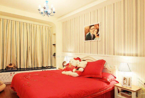 结婚照挂在卧室什么位置好,这样挂利于夫妻感情和谐