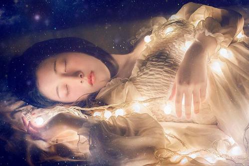 睡觉头朝哪个方向最好,这样睡能安神旺财