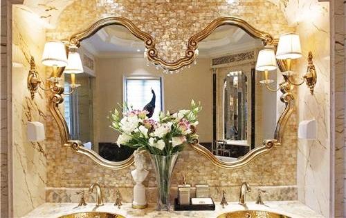 一进门看见镜子风水好不好,客厅镜子一定不能这样摆