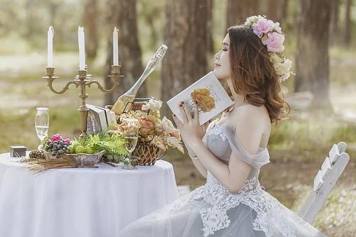 婚纱照挂床头的正确图,挂婚纱照有什么讲究吗